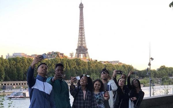 Student group photo in Paris